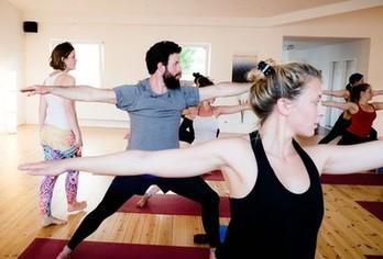 Bild Anfänger-Kurs bei Yoga-Moment in Kiel